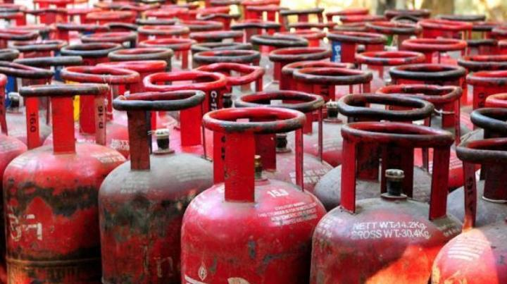 Rs-8000-crore-for-free-LPG-set-up-for-poor-women.jpeg
